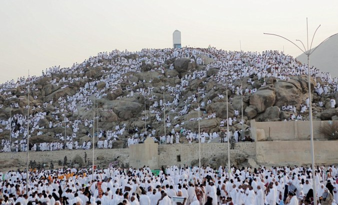 1412331039340_wps_60_Muslim_pilgrims_gather_at